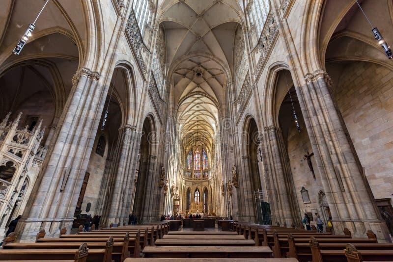 Binnenland van St Vitus Cathedral, Praag, Tsjechische Republiek stock afbeeldingen