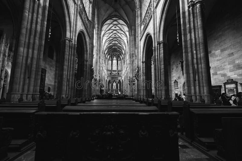 Binnenland van St Vitus Cathedral, Praag, Tsjechische Republiek Gotische Architectuur stock afbeeldingen
