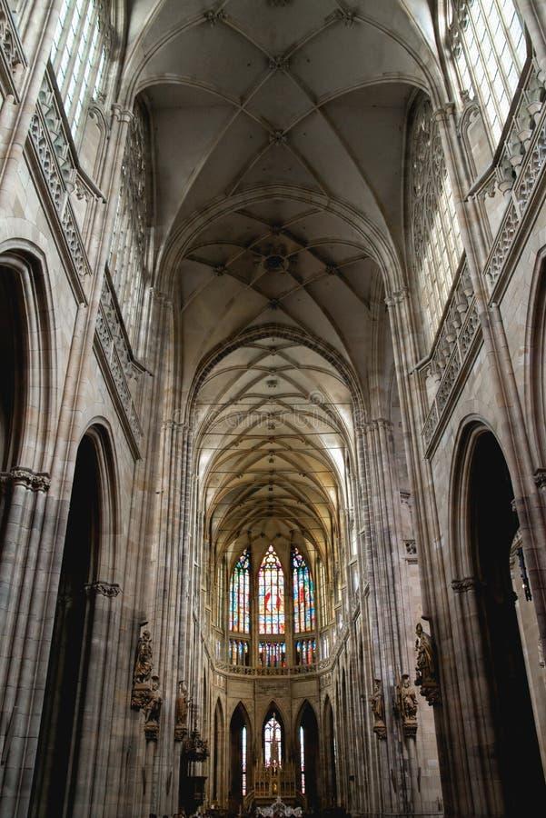 Binnenland van St Vitus Kathedraal in Praag stock fotografie
