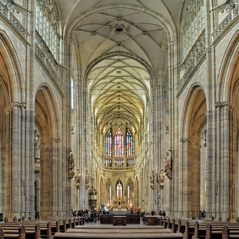 Binnenland van St Vitus kathedraal in Praag, Tsjechische Republiek royalty-vrije stock fotografie