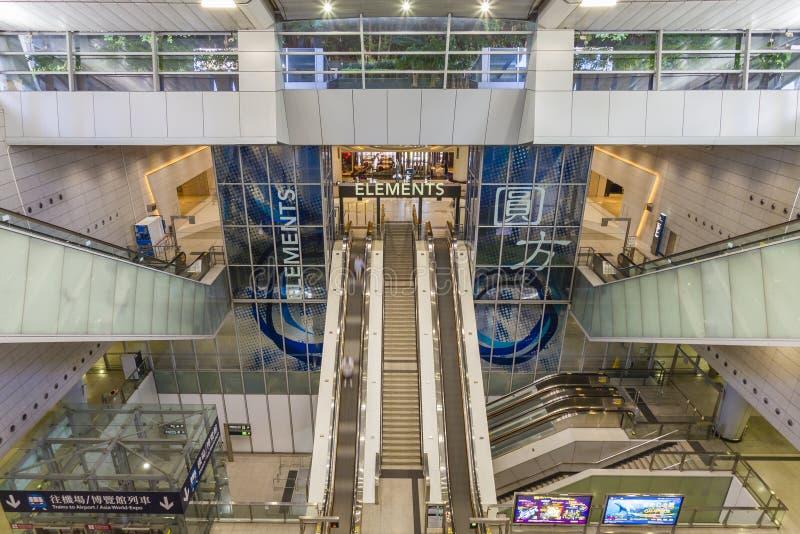 Binnenland van station met het Elementenwinkelcomplex wordt verbonden in Hong Kong dat royalty-vrije stock foto's