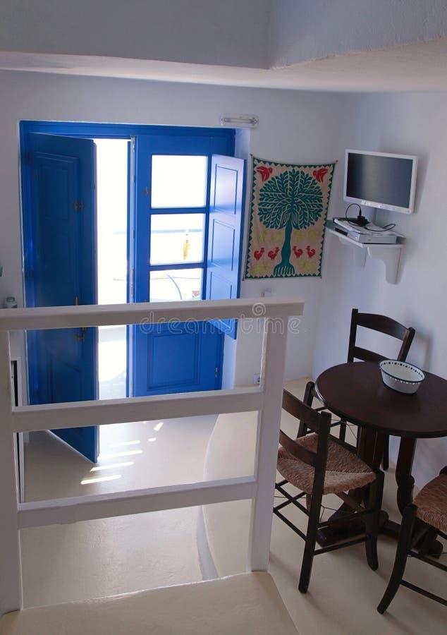 Binnenland van traditioneel huis in caldera, Oia dorp, Santorini royalty-vrije stock fotografie