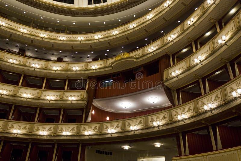 Binnenland van Weense Staatsoper, de operahuis van Wenen royalty-vrije stock afbeelding