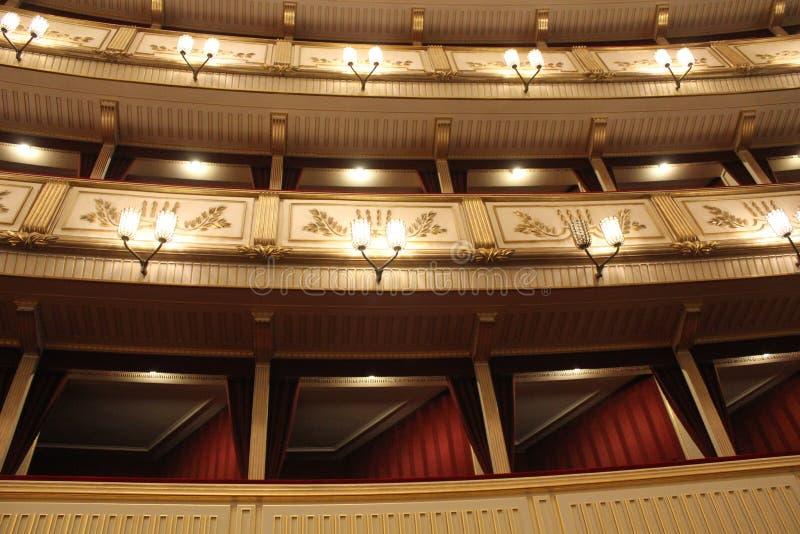 Binnenland van Weense Staatsoper, de operahuis van Wenen stock fotografie
