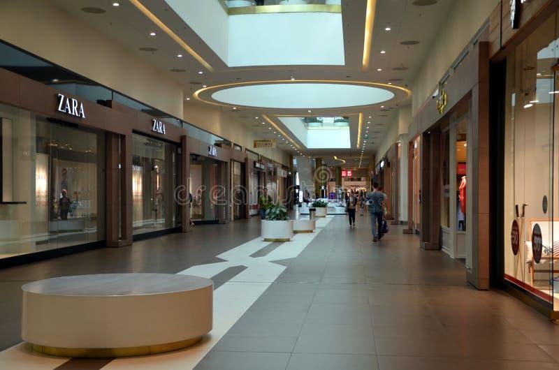 Binnenland van winkelcomplex Galeria royalty-vrije stock foto