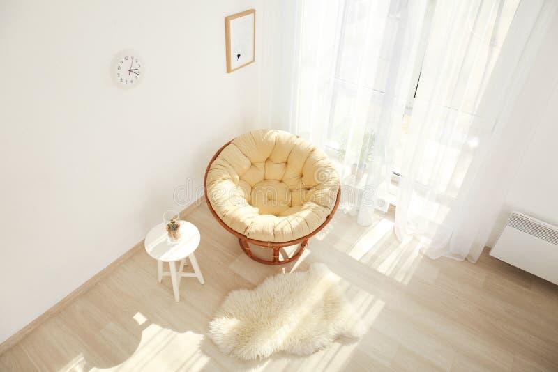 Binnenland van woonkamer, mening door kabeltelevisie-camera stock fotografie