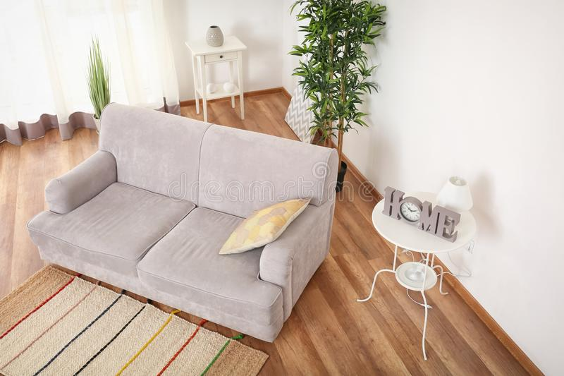 Binnenland van woonkamer, mening van kabeltelevisie-camera stock afbeeldingen