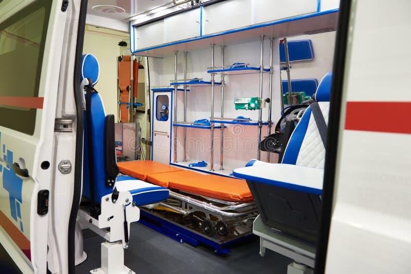 Binnenland van ziekenwagen met medische apparatuur royalty-vrije stock foto's