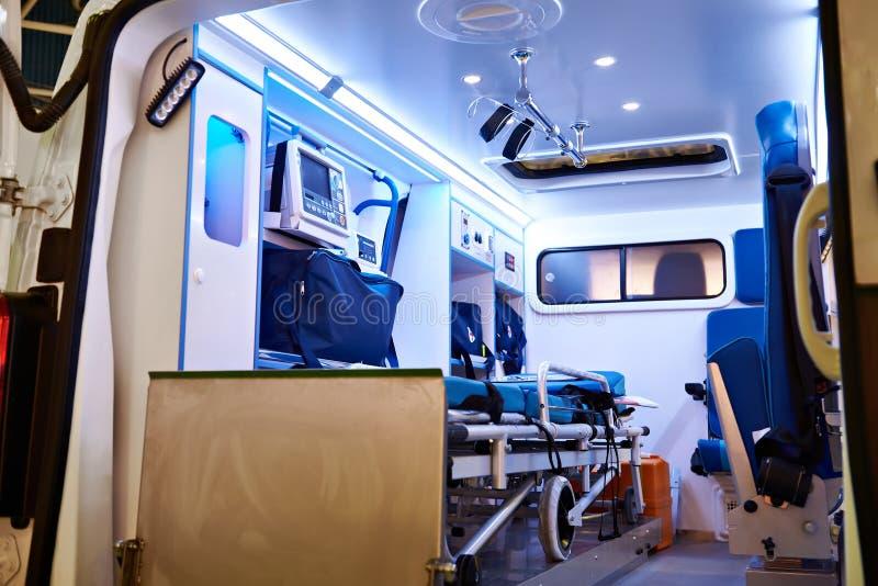 Binnenland van ziekenwagen met medische apparatuur royalty-vrije stock fotografie