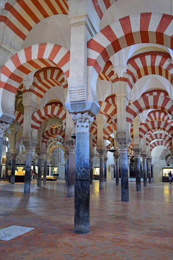 Binnenlands - beroemde dubbele archwaysat Mezquita Cordoba, Andalucia, Spanje royalty-vrije stock fotografie