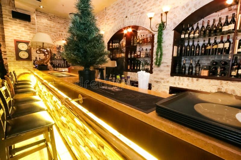 Binnenlands en Buiten van Mediterraan Restaurant royalty-vrije stock foto's