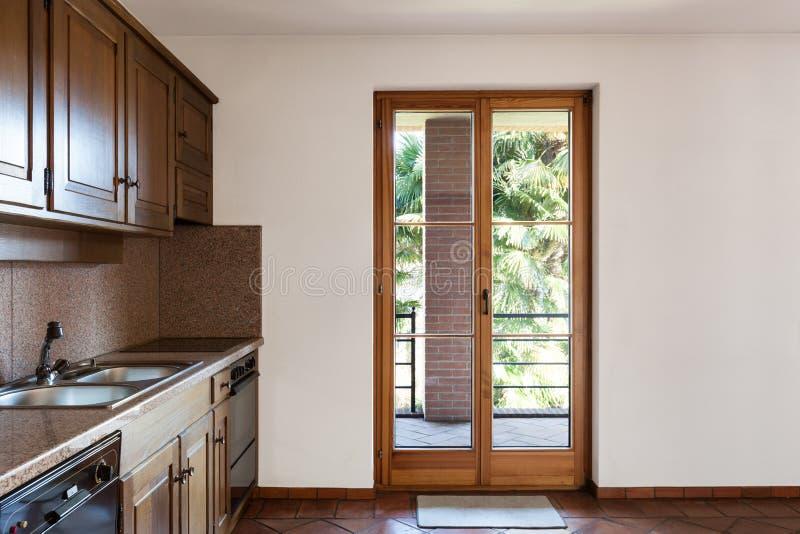 Binnenlands huis, keuken royalty-vrije stock afbeelding