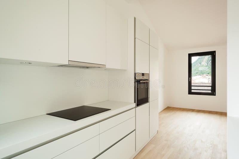 Binnenlands nieuw huis, keuken stock afbeeldingen