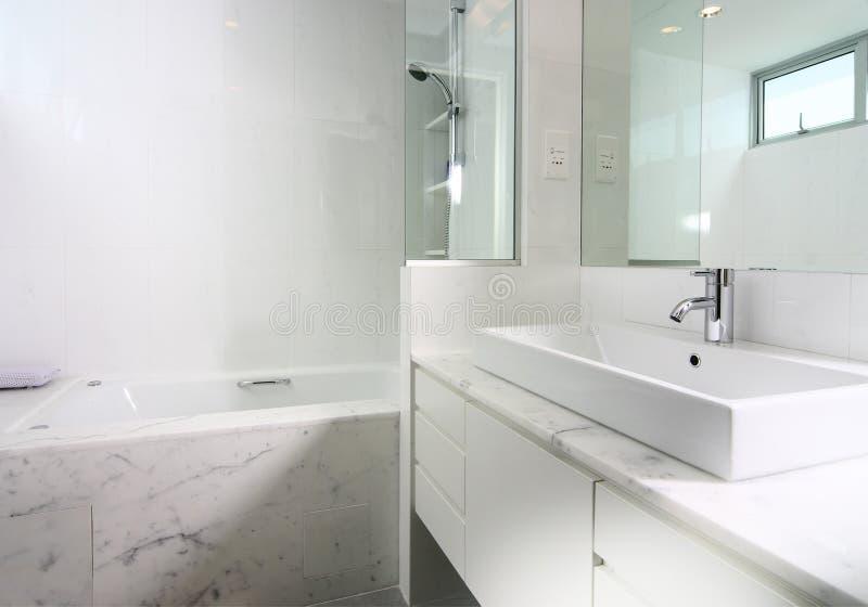 Binnenlands ontwerp - badkamers stock afbeeldingen