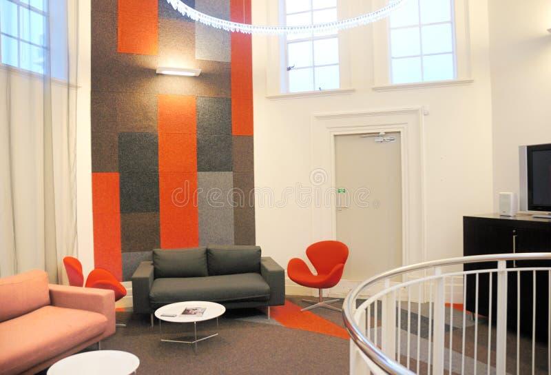 Binnenlands ontwerp in bureau stock foto's