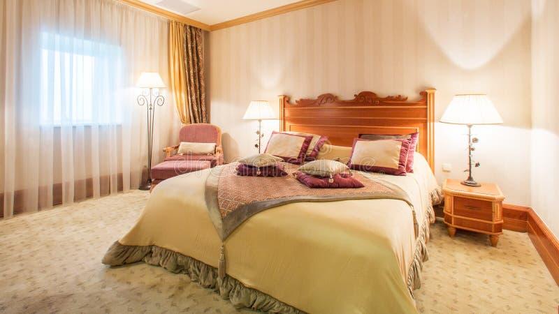 Binnenlands ontwerp Grote moderne Slaapkamer royalty-vrije stock afbeeldingen