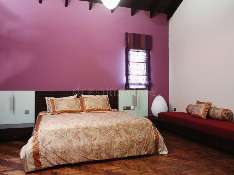 Binnenlands ontwerp - slaapkamer stock foto