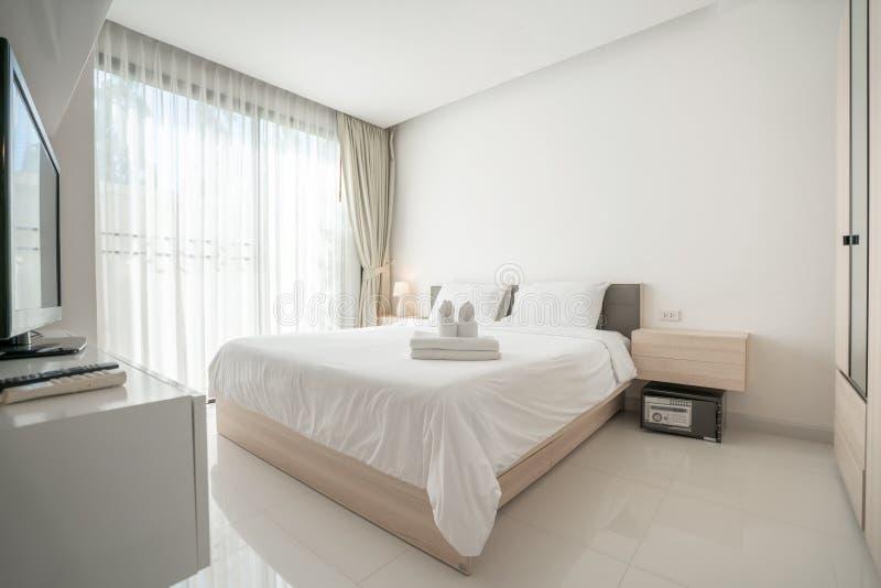Binnenlands ontwerp in slaapkamer met heldere ruimte royalty-vrije stock fotografie