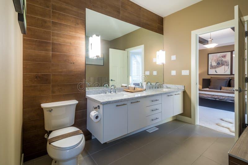 Binnenlands ontwerp van een luxebadkamers royalty-vrije stock afbeeldingen