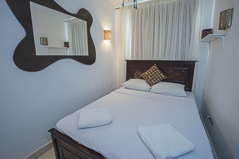 Binnenlands ontwerp van slaapkamer binnenshuis royalty-vrije stock afbeelding