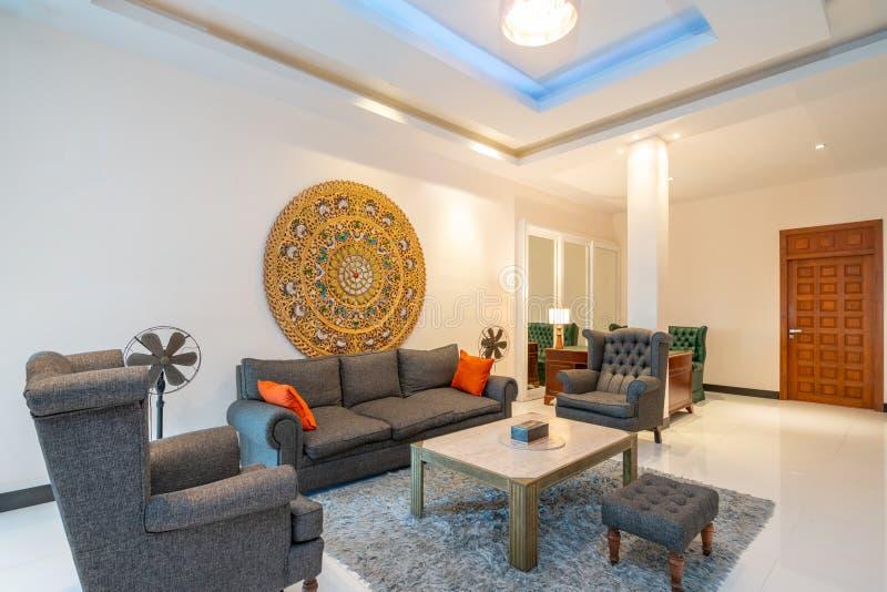 Binnenlands ontwerp in woonkamer met bank of laag royalty-vrije stock afbeelding
