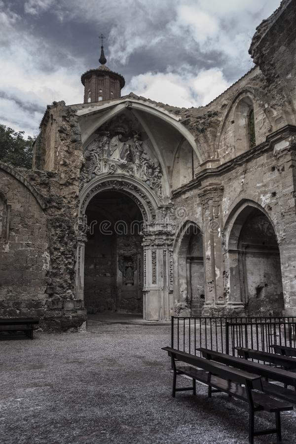 Binnenlands steenklooster in Zaragoza, Spanje royalty-vrije stock afbeelding