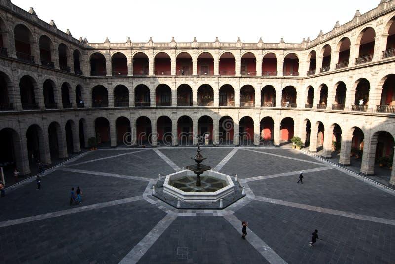 Binnenlands terras van het Nationale Paleis in Mexico-City stock afbeeldingen