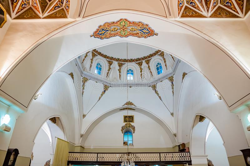 Binnenlands Weergeven van Ghazi Orhan Mosque in Slijmbeurs, Turkije stock afbeeldingen