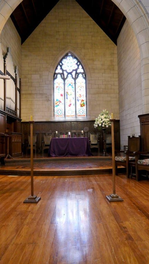Binnenlands wijd geschoten van een begrafeniskapel royalty-vrije stock afbeelding