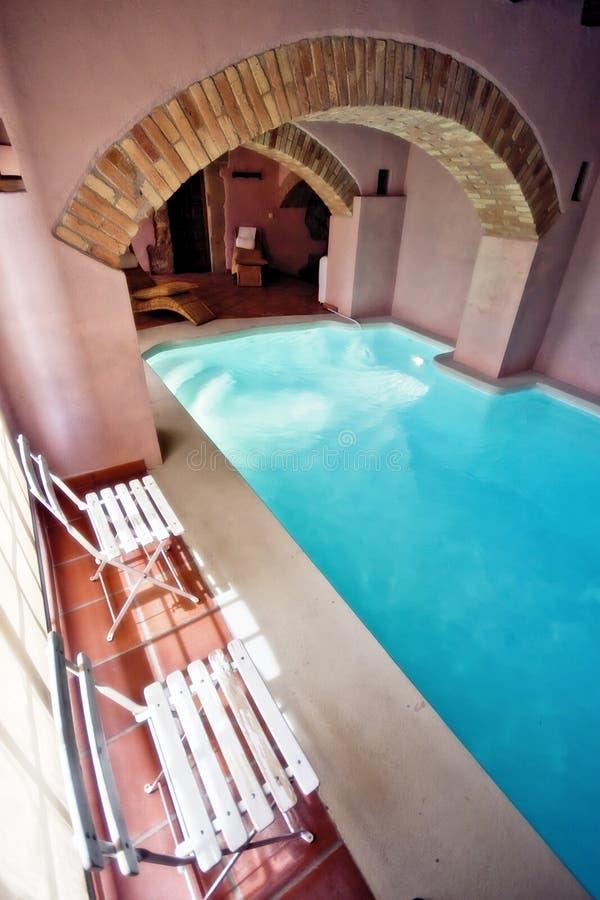 Binnenlands zwembad stock afbeeldingen