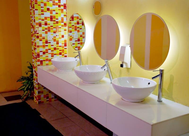 Binnenlandse badkamers stock afbeelding