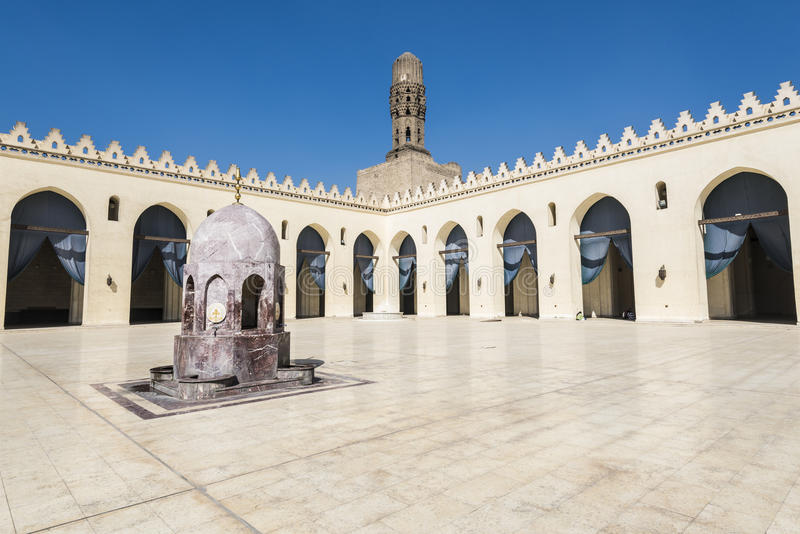 Binnenlandse binnenplaats van Al-Hakim Mosque, Kaïro, Egypte royalty-vrije stock afbeelding
