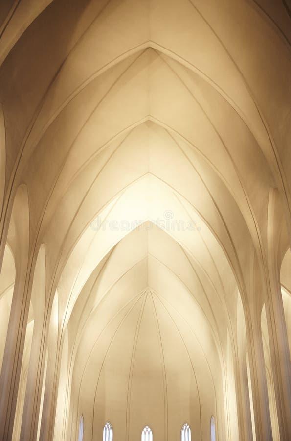 Binnenlandse Dakstructuur van Hallgrimskirkja-Kerk in Reykjavik stock foto