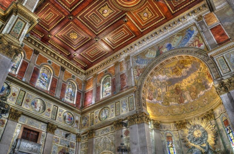 Binnenlandse kerk stock afbeelding