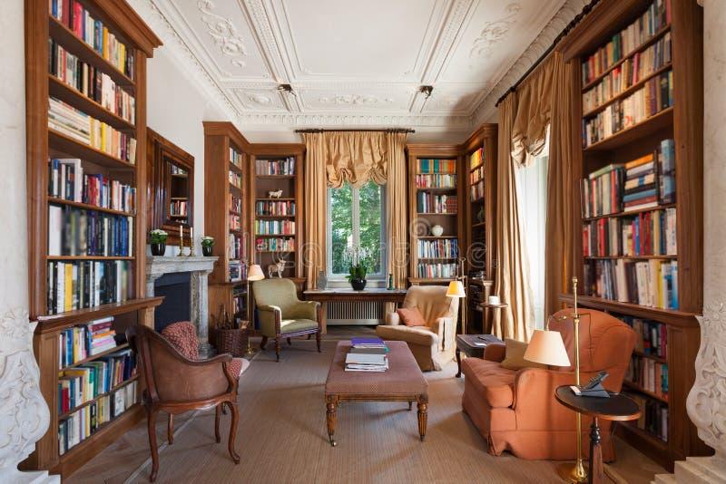 Binnenlandse, klassieke bibliotheek royalty-vrije stock foto