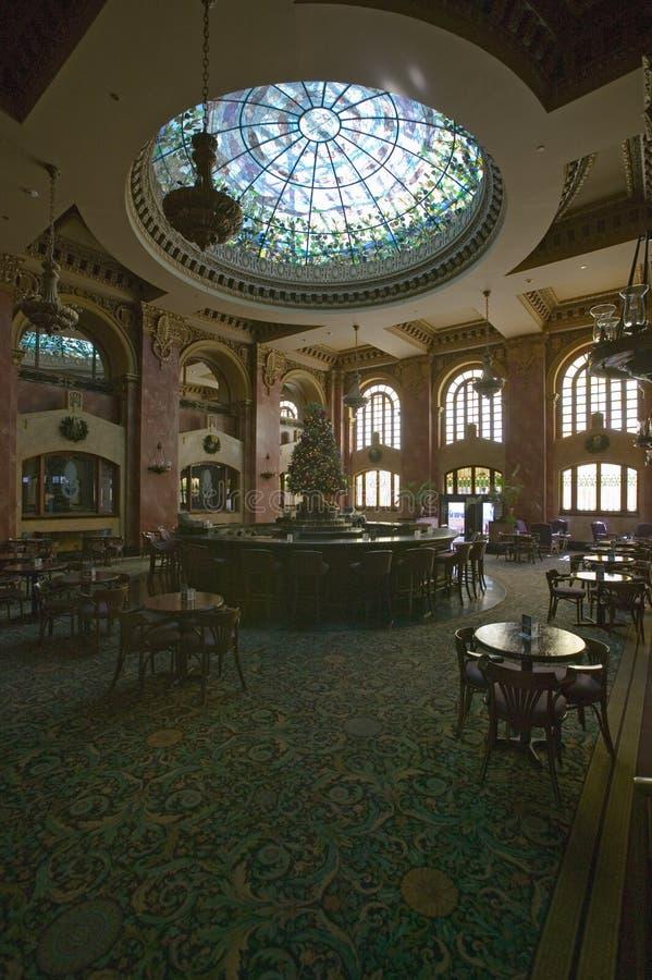 Binnenlandse mening van bar en zitkamer in het Echte Hotel El Paso, El Paso, Texas van Camino stock fotografie