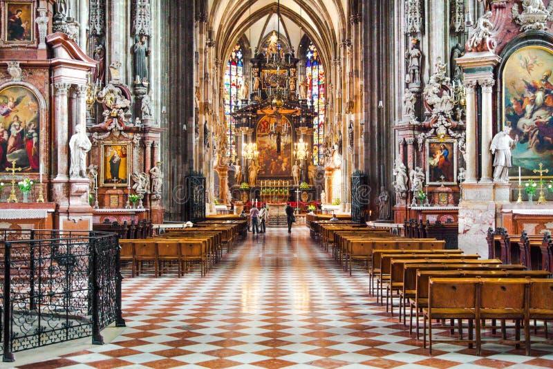 Binnenlandse mening van beroemde St Stephen Kathedraal in Wenen, Oostenrijk royalty-vrije stock afbeelding