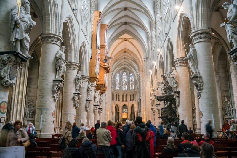 Binnenlandse mening van de St Michael en St Gudula Kathedraal stock afbeeldingen