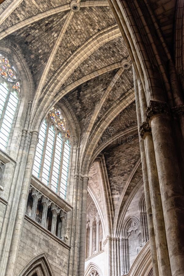 Binnenlandse mening van St Andrew Cathedral in Bordeaux royalty-vrije stock fotografie