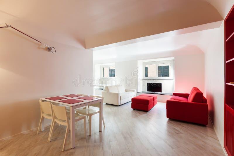 Binnenlandse mooie flat, modern meubilair royalty-vrije stock afbeeldingen