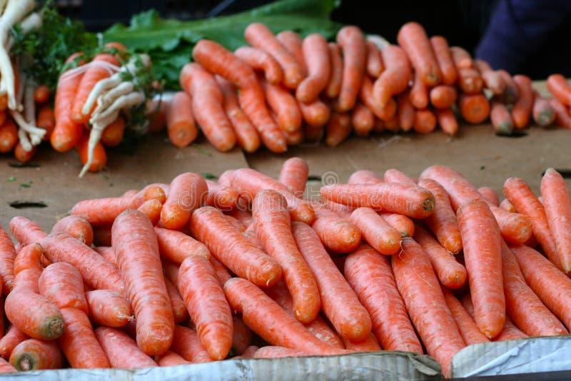 Download Binnenlandse Organische Wortelen Op Markt Stock Foto - Afbeelding bestaande uit hoop, gezond: 39109828