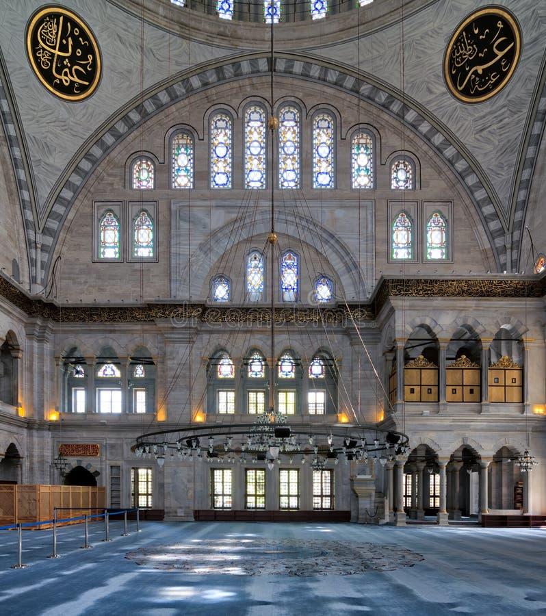 Binnenlandse voorgevel van Nuruosmaniye-Moskee, een moskee van de Ottomane Barokke die stijl in 1755 wordt en in Istanboel, Turki royalty-vrije stock afbeelding