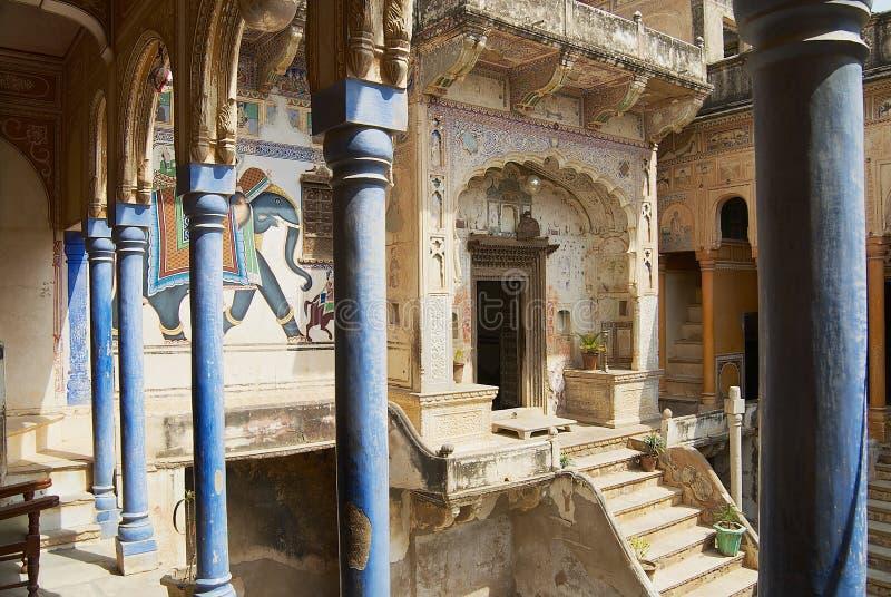 Binnenlandse werf van haveli in Mandawa, India royalty-vrije stock afbeeldingen