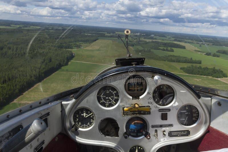 Binnenmening van een een cockpit en controlebord van het zweefvliegtuigvliegtuig stock afbeelding