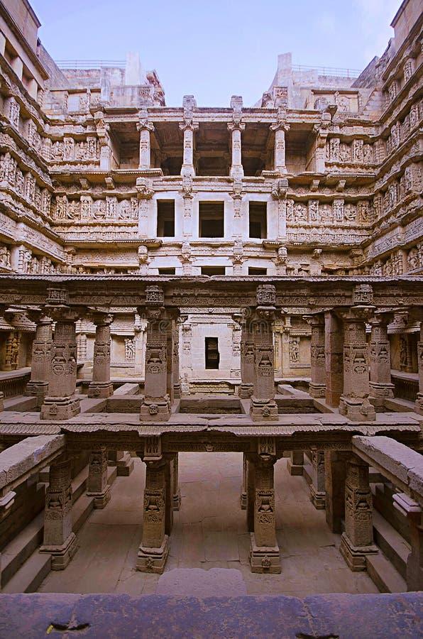 Binnenmening van Ranien ki vav, stepwell op de banken van Saraswati-Rivier Gedenkteken aan een koning Bhimdev I, Patan, Gujarat v royalty-vrije stock afbeelding