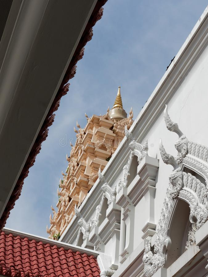 Binnenmening van replicapagode van Maha Bodhi-tempel in Wat Yansangwararam, Pattaya, Chonburi, Thailand royalty-vrije stock afbeelding
