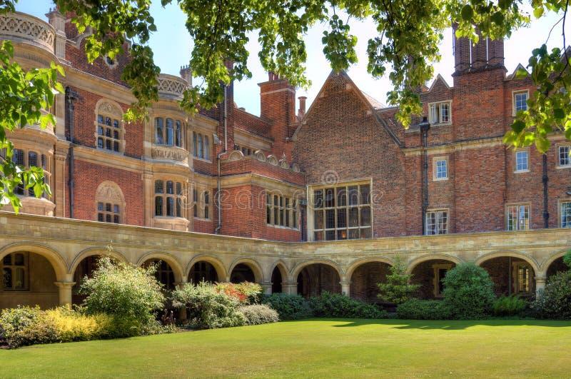 Binnenplaats bij de universiteit van Cambridge stock foto's