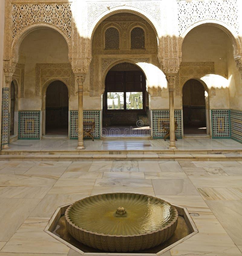 Download Binnenplaats Van Arrayanes. Stock Foto - Afbeelding bestaande uit building, arabisch: 29506208