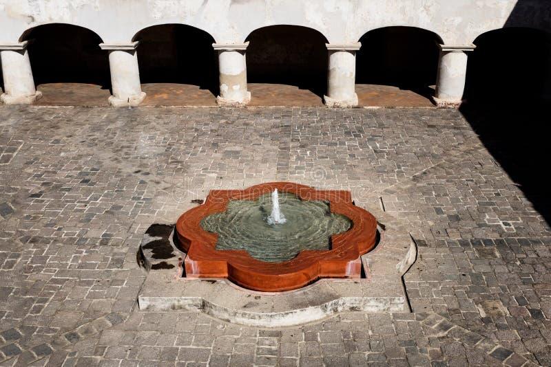 Binnenplaats van Capuchins Klooster in Antigua DE Guatemala in vogelsperspectief, Guatemala royalty-vrije stock fotografie