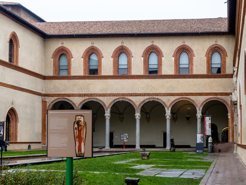 Binnenplaats van Castello Sforzesco, Milaan stock fotografie